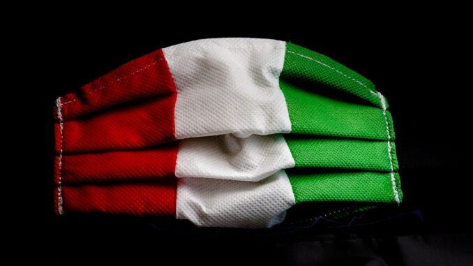 Mascherina tricolore - Foto di Andrea Toxiri