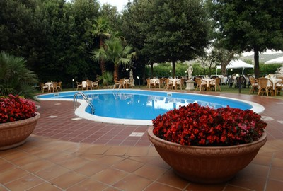 Grand Hotel Irpinia a Mercogliano, esterni con piscina