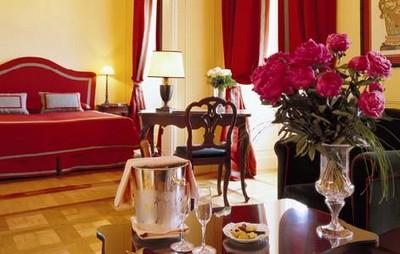 Grand Hotel Majestic a Verbania, una delle sontuose camere
