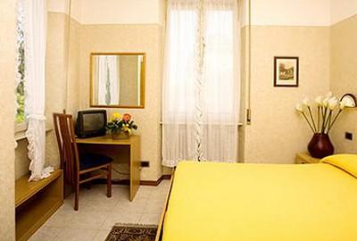 Hotel Boston a Stresa, interno camera