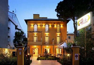 Hotel Alibì di Rimini, la facciata