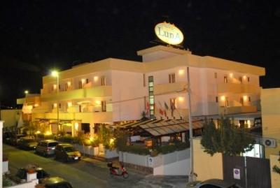 Hotel Luna Lido, una veduta esterna