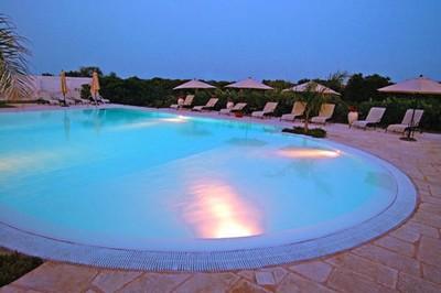 Hotel Masseria L'Ovile a Ostuni, la piscina esterna