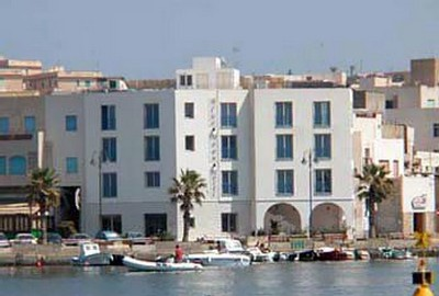 Blue Moon Hotel a Pantelleria, la struttura vista dal mare