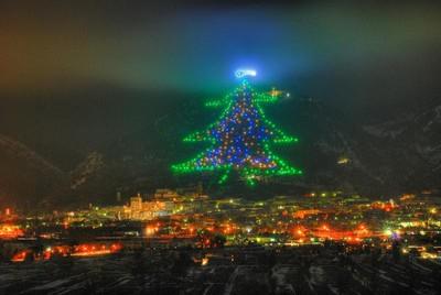 L'Albero di Natale di Gubbio ©Foto alberodigubbio.com