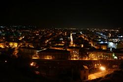 Raccolto e accogliente, il centro storico di Cosenza schiude numerose bellezze artistiche e architettoniche, che si possono scoprire anche con un comodo itinerario giornaliero.