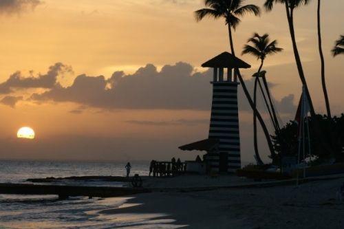 I Caraibi non sono il Paradiso solo di giorno... Ho visto dei tramonti che mi hanno lasciato un senso di pace che ancora riesco a percepire se chiudo gli occhi :)