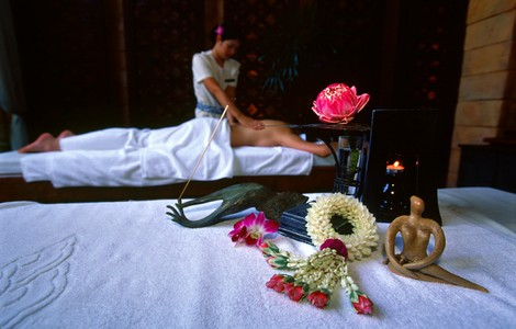 Un massaggio in una spa della Thailandia