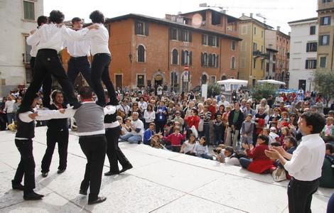 Un momento di gioco a Verona dell'edizione Tocatì 2008 ©Foto Associazione Giochi Antichi