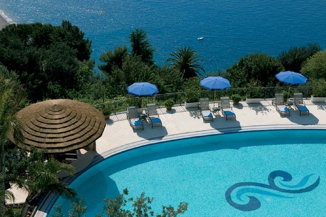 La piscina dell'Hotel Raito a Vietri sul Mare