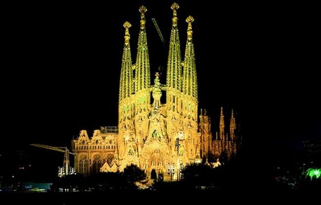 Viaggio nei luoghi religiosi tra Barcellona a Madrid ad agosto ...