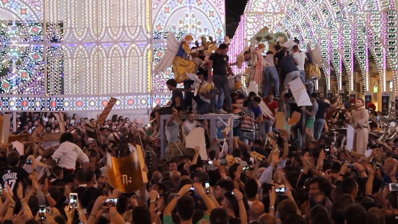 Assalto carro Festa della Bruna a Matera