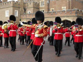 Cambio della guardia, Londra