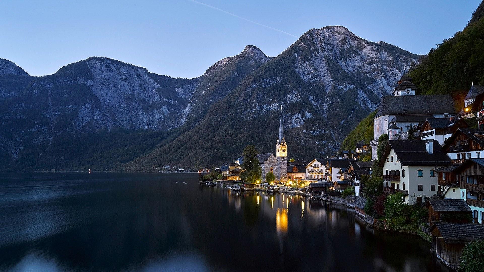 Hallstatt in Austria - Foto di Vined da Pixabay