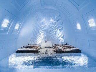Camera da letto dell'IceHotel Jukkasjärvi, Lapponia svedese