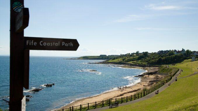 Crail Roome Bay Beach coastal Path Signpost - Foto© Richard Newton, Fife Coast and Countryside Trust
