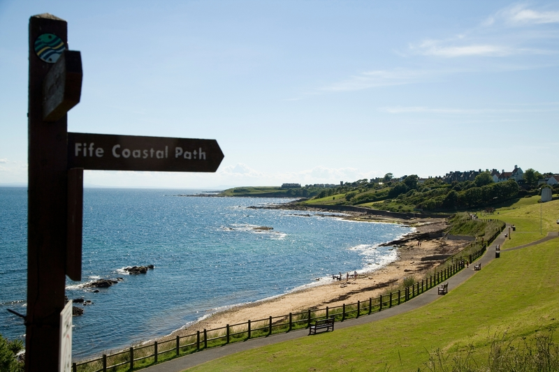 Crail Roome Bay Beach coastal Path Signpost - Foto© Richard Newton, Fife Coast and Countryside Trust