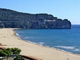 La spiaggia di Serapo, a Gaeta ©Foto Proloco Gaeta