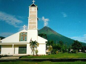 Sullo sfondo il vulcano Arenal, Costa Rica ©Wikimedia