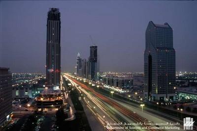 Veduta notturna di Dubai ©Department of Tourism and Commerce Marketing Dubai