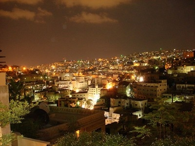 Vista notturna di Amman, capitale della Giordania ©Freedom's Falcon