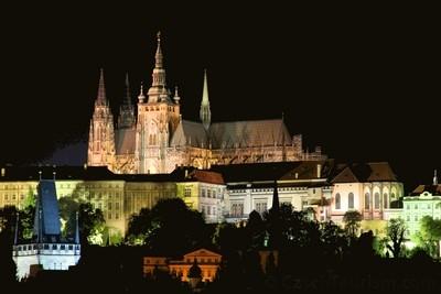 Un'immagine notturna suggestiva di Praga ©CzechTourism