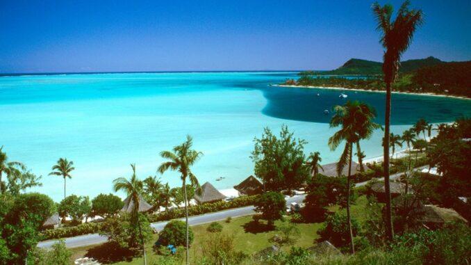 Spiaggia di Matira, Bora Bora - Photo by Scott Williams