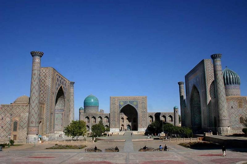 Samarcanda, Piazza del Registan ©Steve Evans (babasteve) via Wikipedia