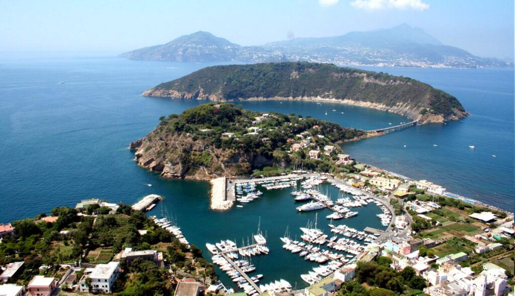 Marina di Chiaiolella a Procida