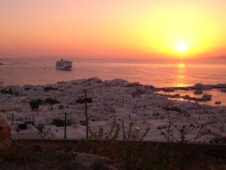 Tramonto su Mykonos