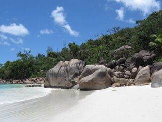 Seychelles, Anse Lazio - © Sunshine lady via Wikipedia
