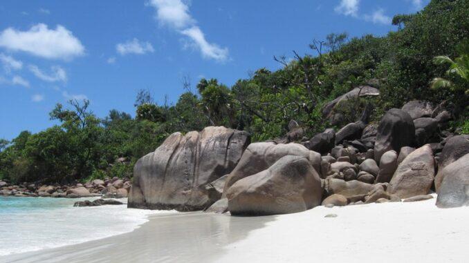 Seychelles, Anse Lazio - © Sunshine lady via Wikipedia