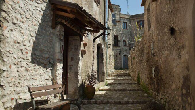 Cosa vedere a Vairano Patenora: vie del borgo