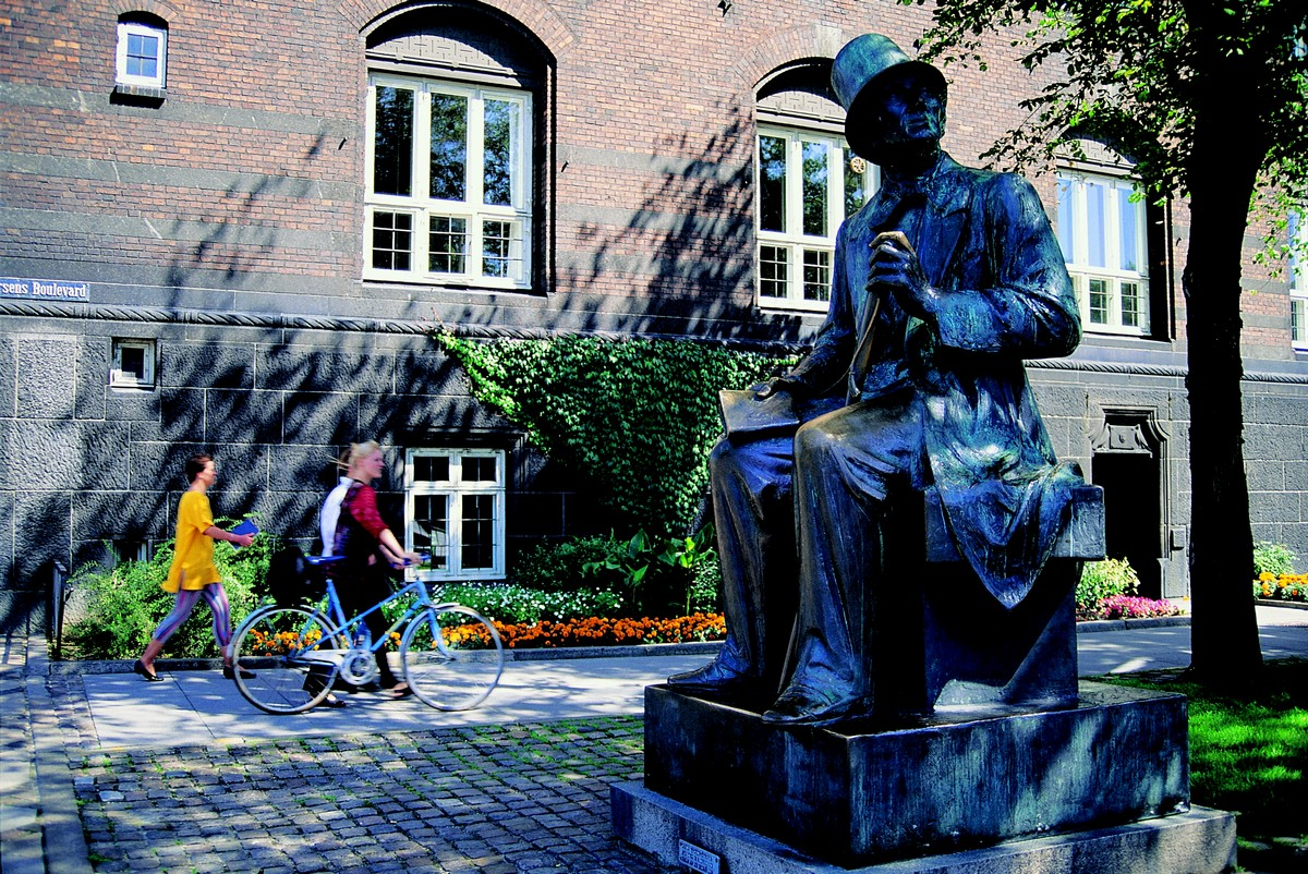 Statua di di Andersen ©Jos Martin VisitDenmark