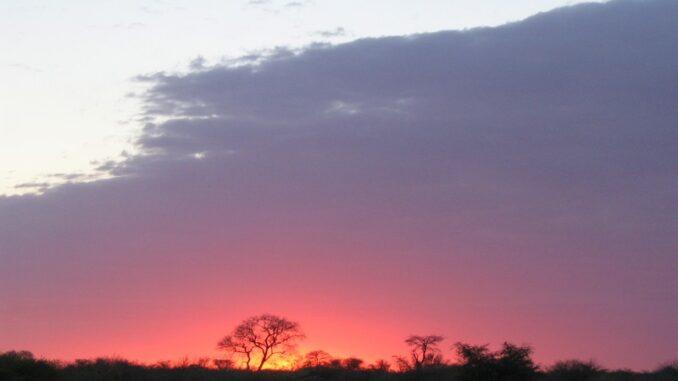 Tramonto in Botswana - ph Matt-80 via Wikipedia