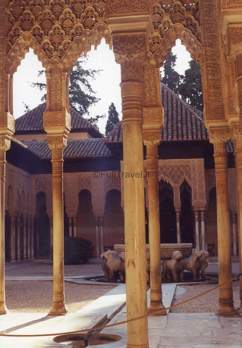 Interno dell'Alhambra a Granada ©Foto Anna Bruno