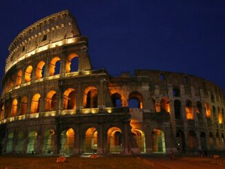 Roma, Colosseo - ph Aaron Logan via Wikipedia