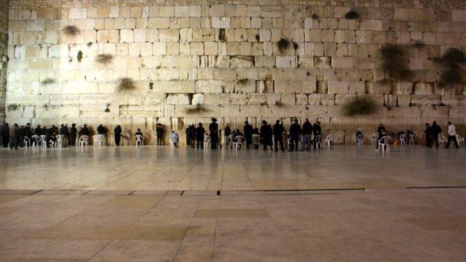 Muro del Pianto - ph Kyle Taylor from London via Wikipedia
