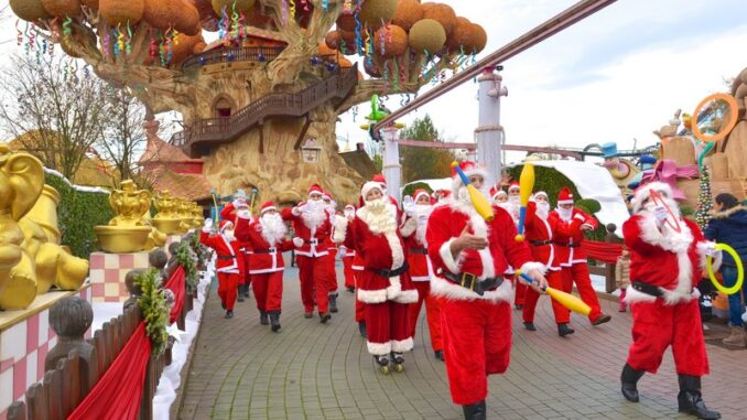 Gardaland Magic Winter: la parata dei Babbi Natale