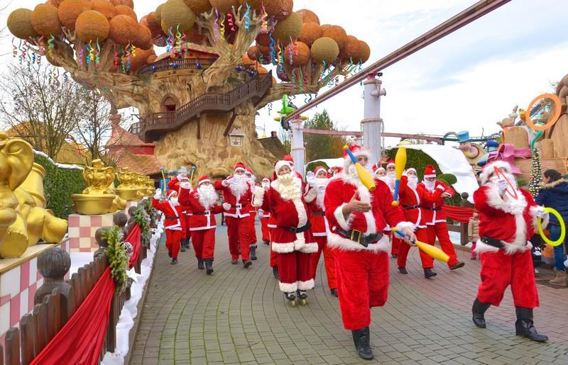 Gardaland Magic Winter: la parata dei Babbi Natale