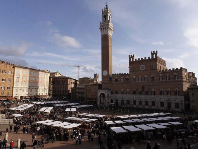 A Siena rivive lo storico Mercato nel Campo