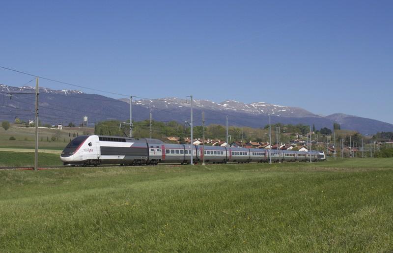 Treno TGV in transito a Satigny - ph NAC - licenza Creative Commons Attribuzione-Condividi allo stesso modo 3.0 Unported