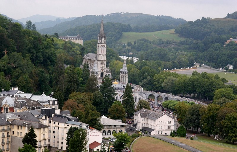 Lourdes - ph Milorad Pavlek - licenza Creative Commons Attribution-Share Alike 3.0 Unported