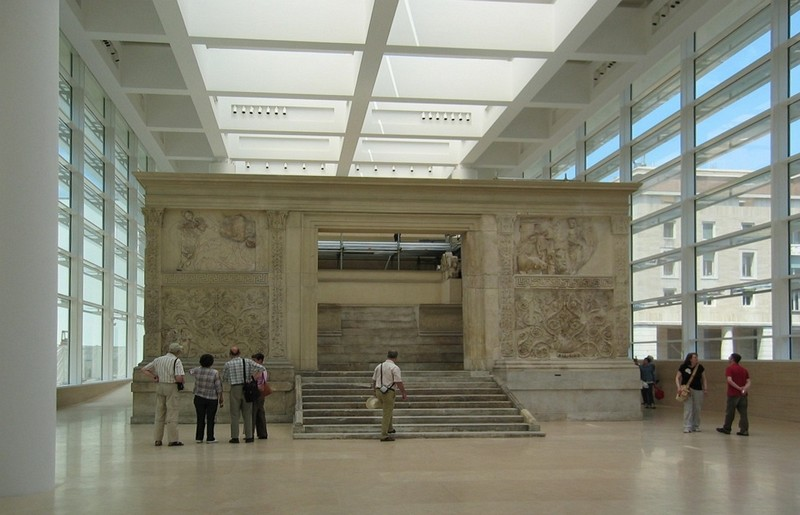 Ara Pacis, interno - ph Ben Demey via Wikipedia