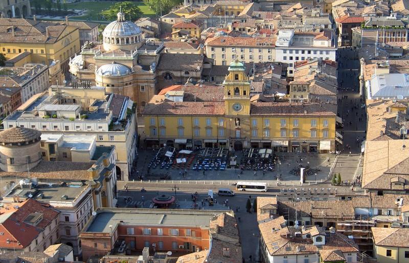 Parma, veduta aerea - ph Carlo Ferrari - licenza Creative Commons Attribution-Share Alike 3.0 Unported
