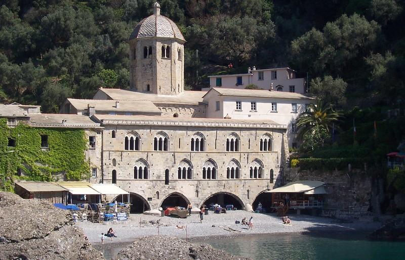 Abbazia di San Fruttuoso di Camogli - ph Mac9 via Wikipedia
