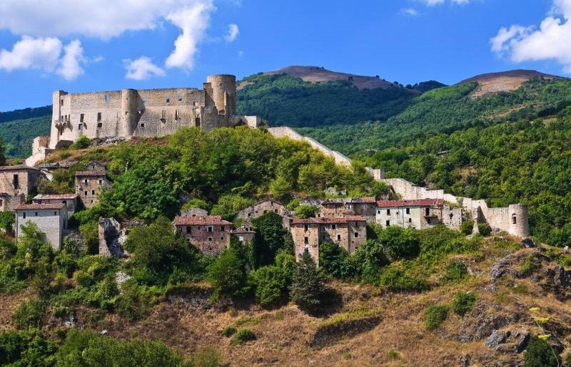 Brienza, Castello Caracciolo - ph skyscanner.it