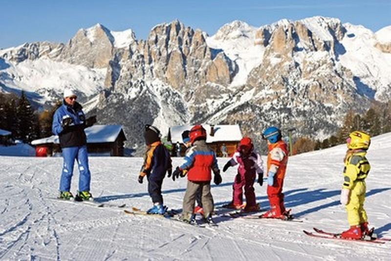 Sciare con la famiglia inTrentino ©Fototeca Trentino S.p.A. - Foto di Nicola Angeli