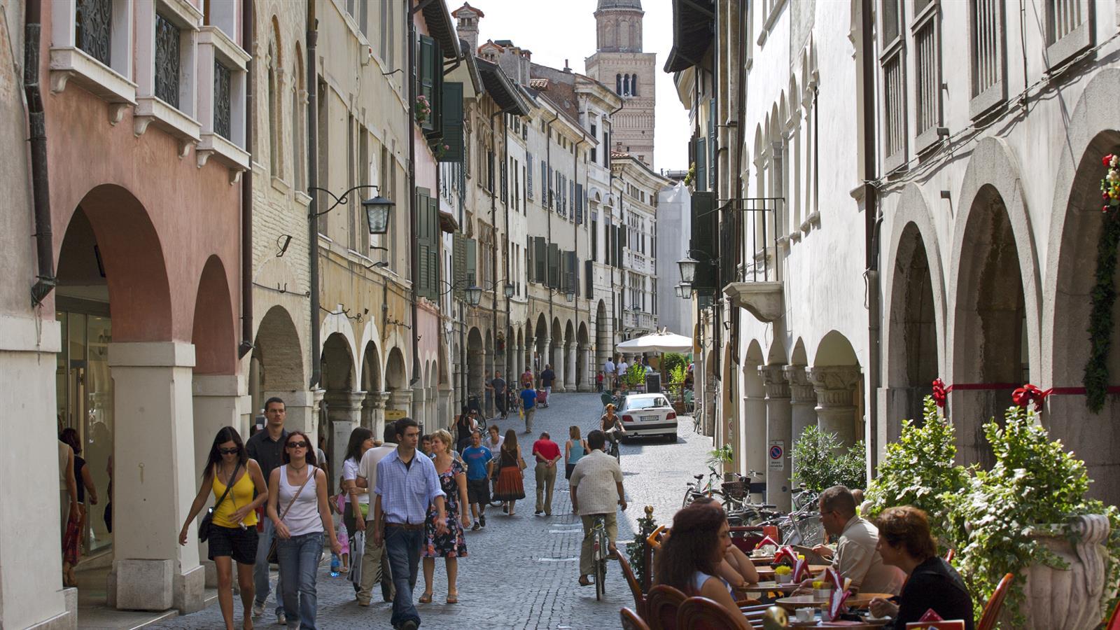 Corso Vittorio Emanuele II a Pordenone - Foto Ciol per Turismo FVG