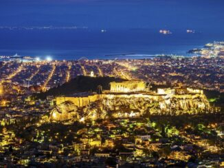 Atene cosa vedere: vista notturna della capitale della Grecia